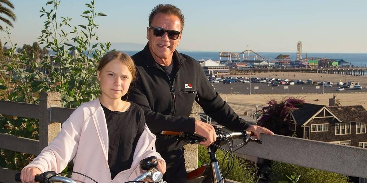 Terminator pasea con Greta Thunberg en bicicleta y se hace viral