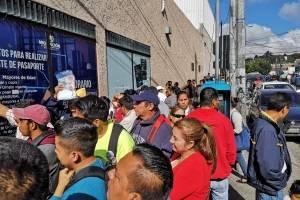 largas filas en centro de emisión de pasaportes por fallas en sistema