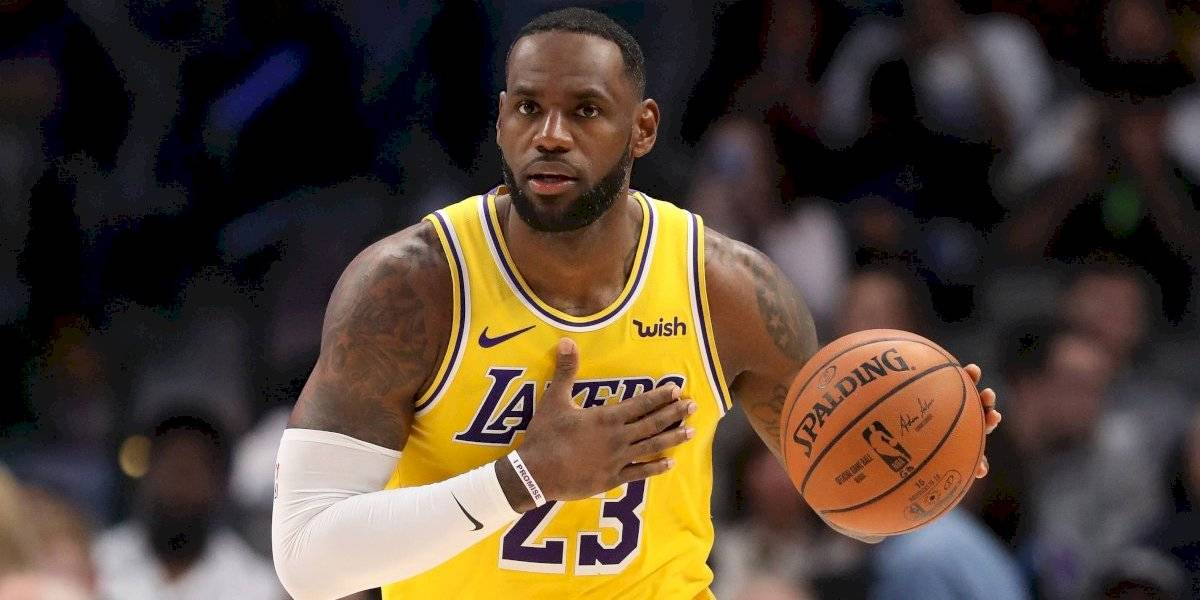 James consigue otro triple-doble en victoria de los Lakers