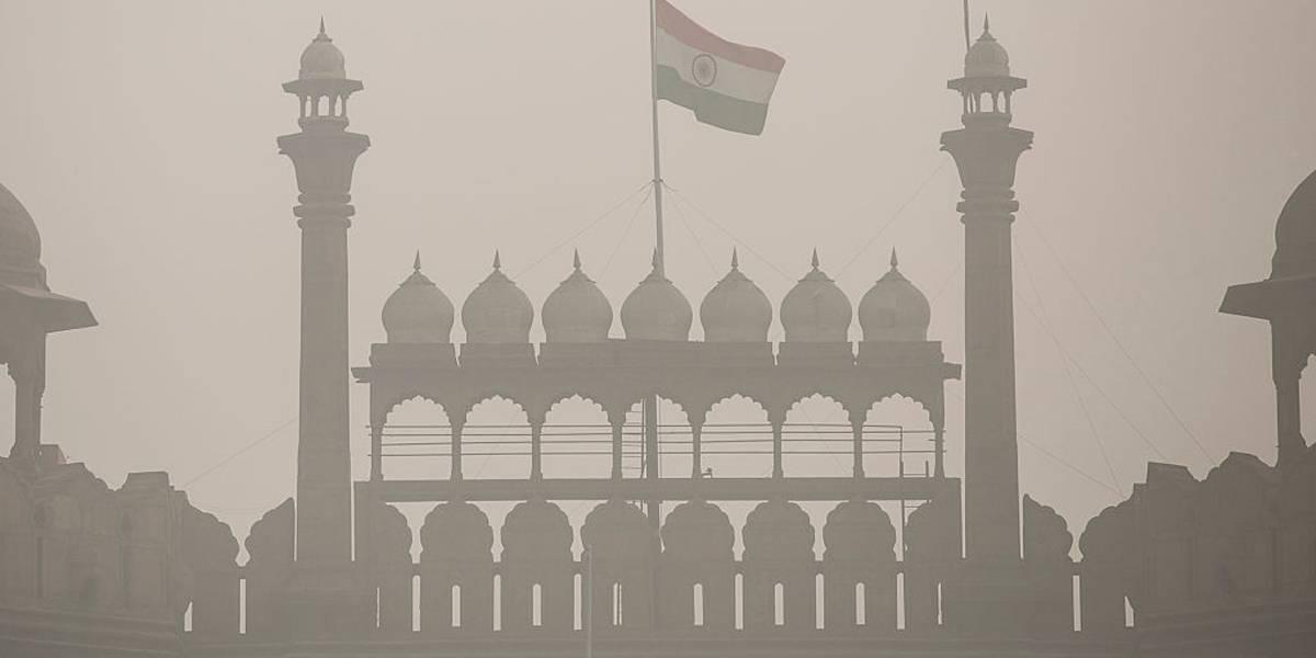 Poluição intensa sufoca 29 milhões em Nova Délhi