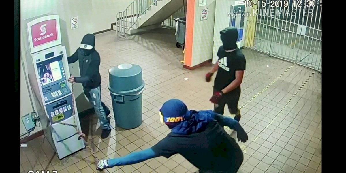 Buscan a estos hombres por robo ATM en multipisos UPR