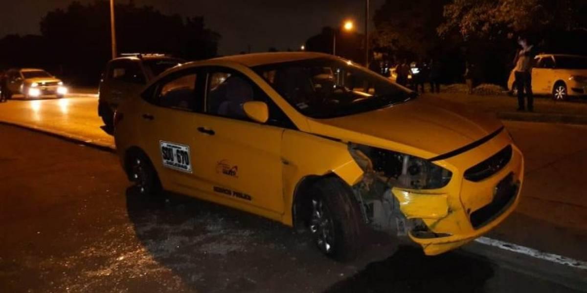 Extranjero robó un taxi de un aeropuerto, fue perseguido, herido y capturado