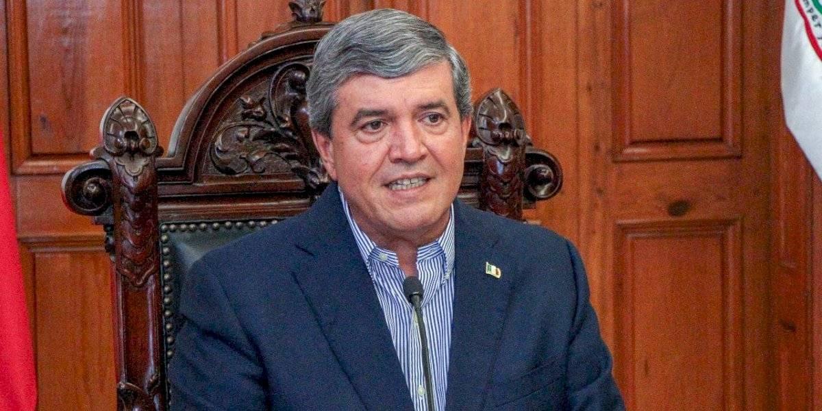 Rehúsa Manuel González hablar del dron, pese a polémica
