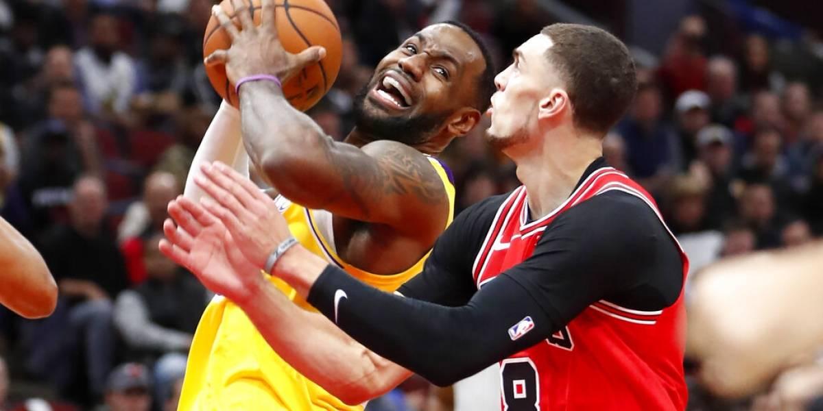 Con 'triple doble' de LeBron James los Lakers superan a los Bulls