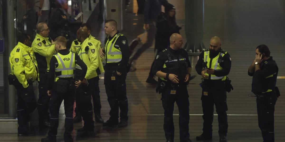 Tensa situación en aeropuerto holandés por presunto secuestro de un avión