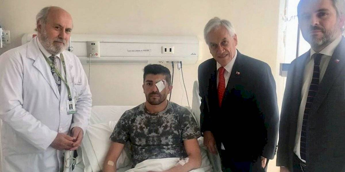 Presidente Piñera visitó a un paramédico herido por un perdigón en el ojo