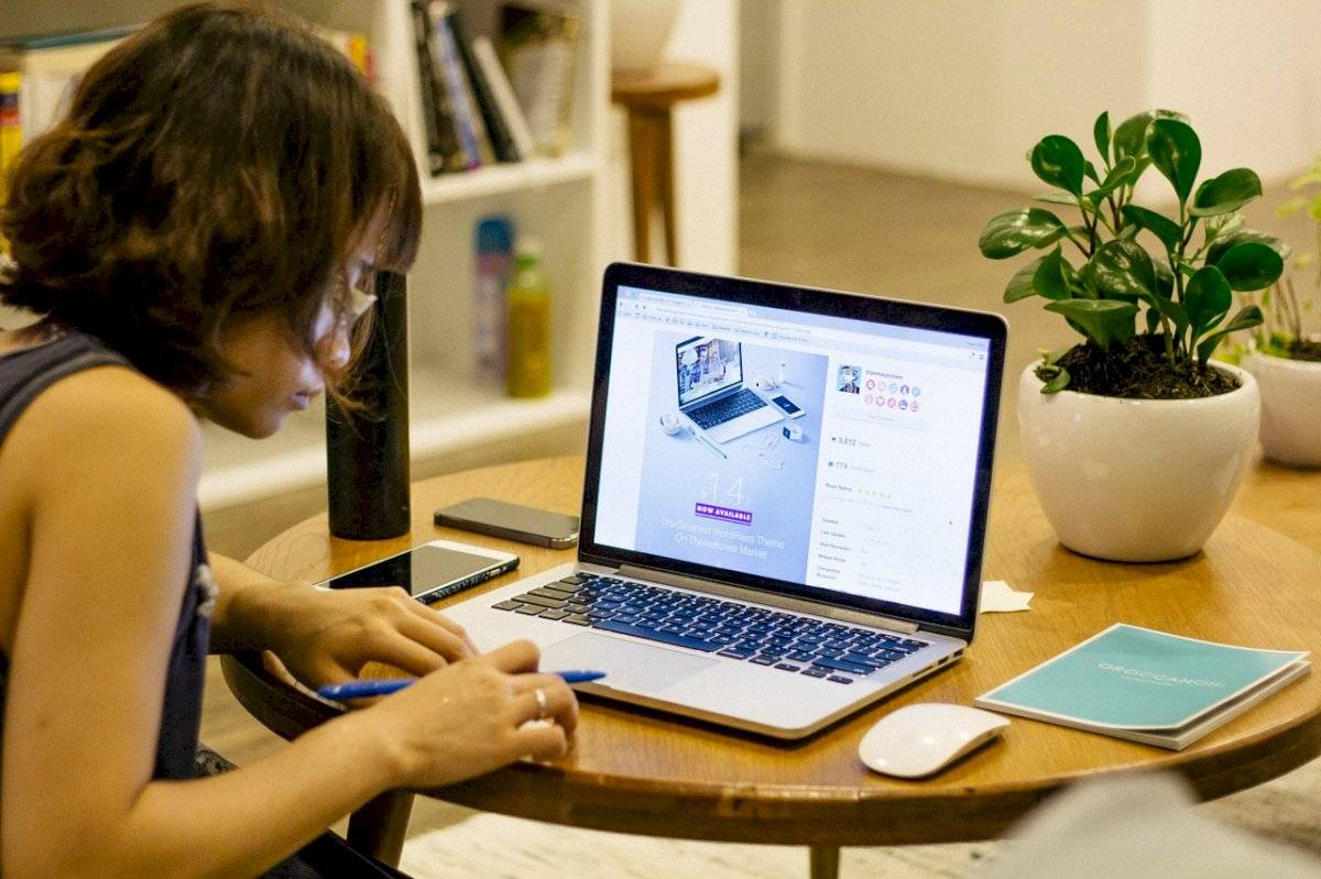 Trabajar en casa beneficia a las personas y empresas