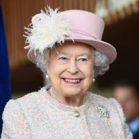 Rainha Elizabeth oferece R$ 200 mil para vaga de social media