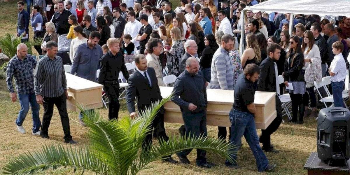 Desgarrador funeral de los seis niños y tres mujeres mormones acribillados en México
