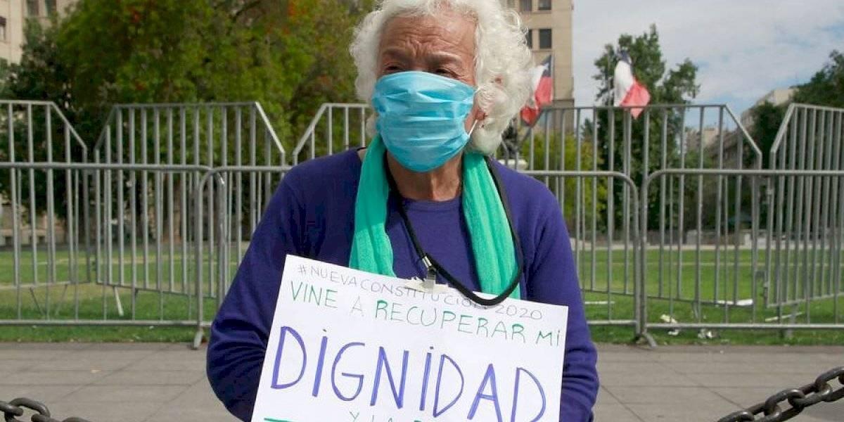 """""""Soy jubilado, gano tan poco, una miseria"""": adulto mayor que luchó por 45 años para tener su casa y que combate un cáncer pide a Tesorería que no le rematen su vivienda"""