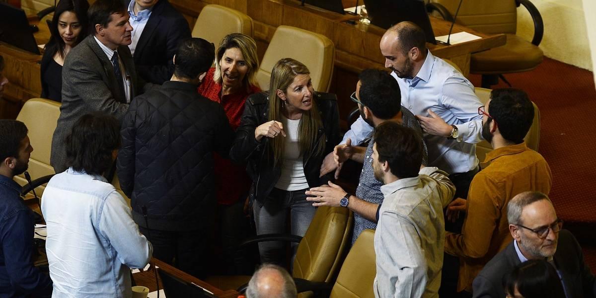 """Parlamentarios """"vitalicios"""" podrían cumplir hasta 40 años en el Congreso si proyecto de ley de reelección es aprobada sin retroactividad"""