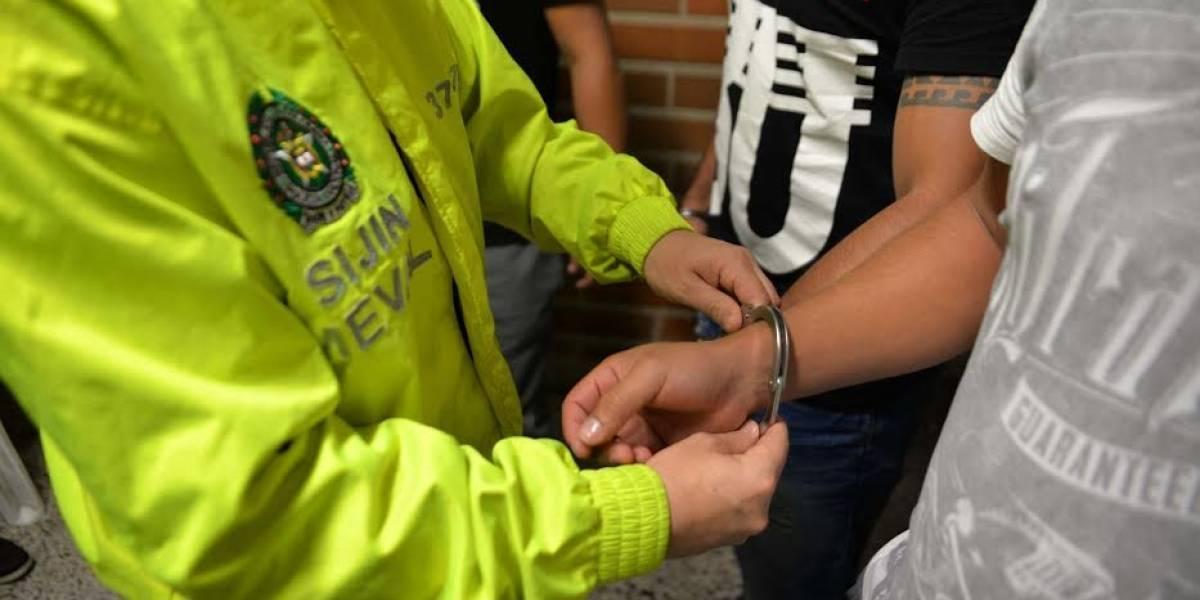 Tres policías destituidos por fleteo a un comerciante en Bogotá