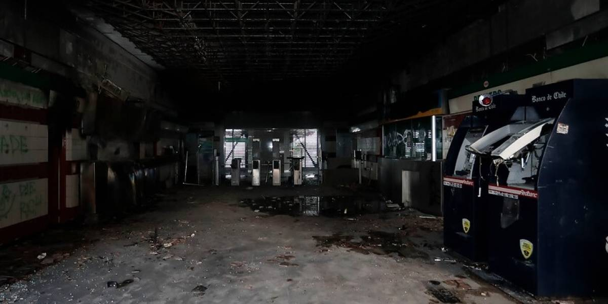 PDI confirma detención de menor de edad presuntamente vinculado a incendio en Metro Pedreros