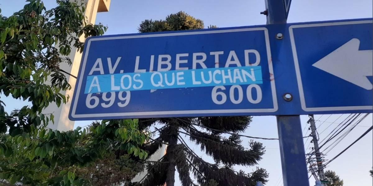"""Las calles fueron rebautizadas como """"18 de octubre"""" y """"Nueva Constitución o nada"""": así fue la intervención en Chillán en apoyo al estallido social"""