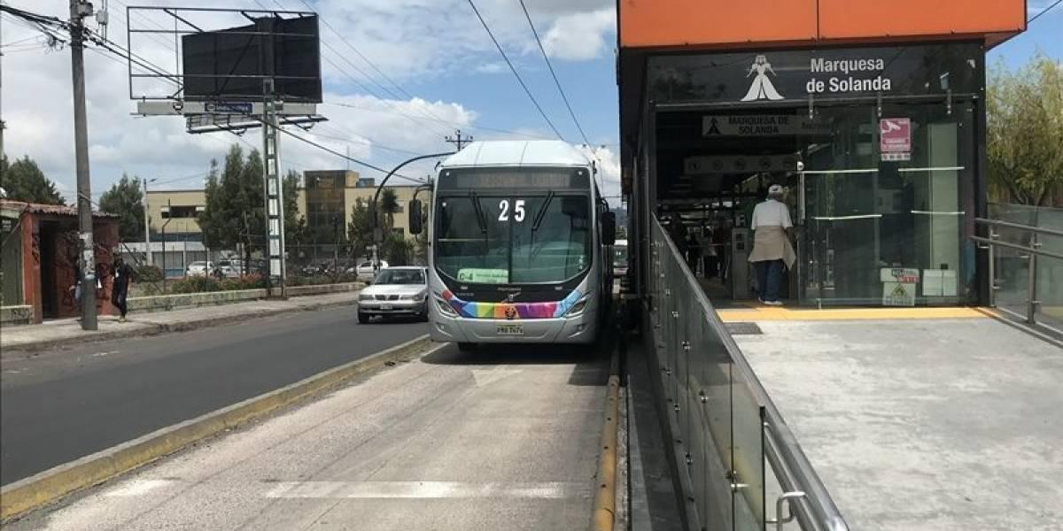 Parada del Trole en el sur de Quito, se cierra por Plan de Repavimentación Km a Km