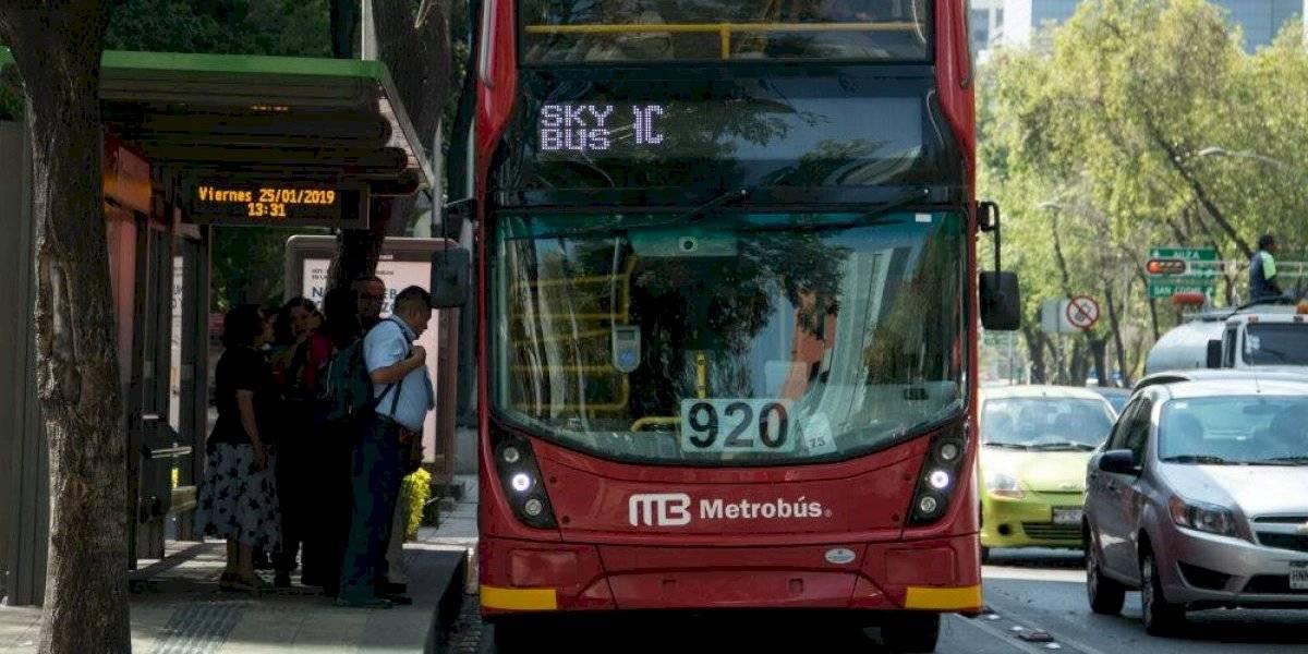 Investigan permisos de publicidad en Línea 7 del Metrobús