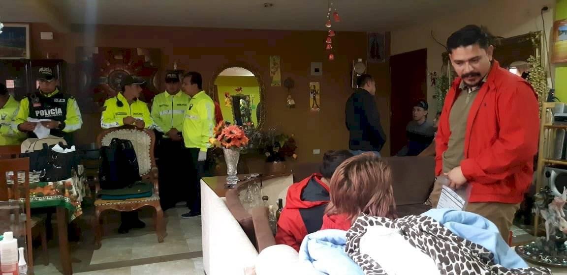 Dentro de la investigación por el secuestro de un bebé de 10 días de nacido, hace pocos minutos se capturó a un taxista que habría trasladado hasta Cuenca a quienes entregaron al niño