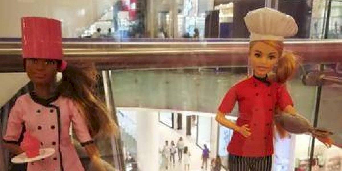 """Muestra de barbies """"Sé lo que quieras ser"""" en Ágora Mall"""