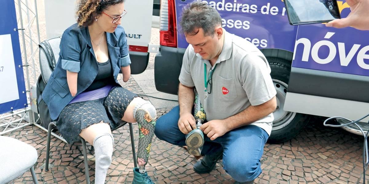 Oficina Móvel: van faz consertos em próteses gratuitamente