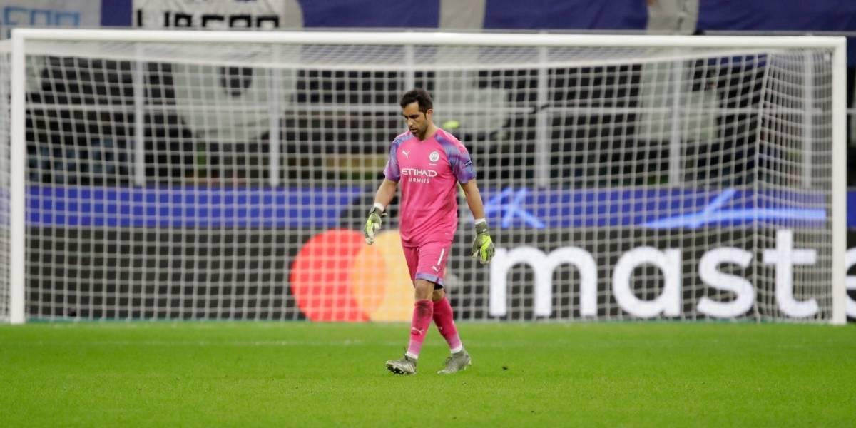 """""""Sólo entró para esparcir caos"""": la prensa inglesa liquidó a Claudio Bravo por su expulsión en la Champions"""