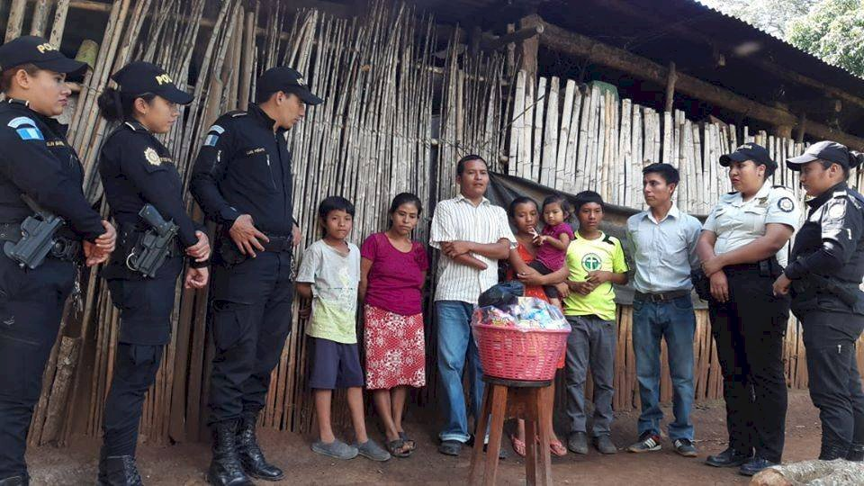 Familia de Jutiapa recibe víveres