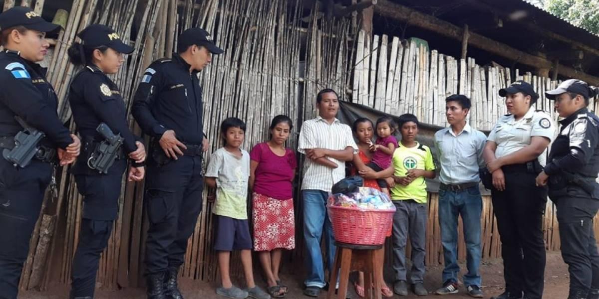 FOTOS. Agentes de PNC que muestran su lado más humano al apoyar a la población