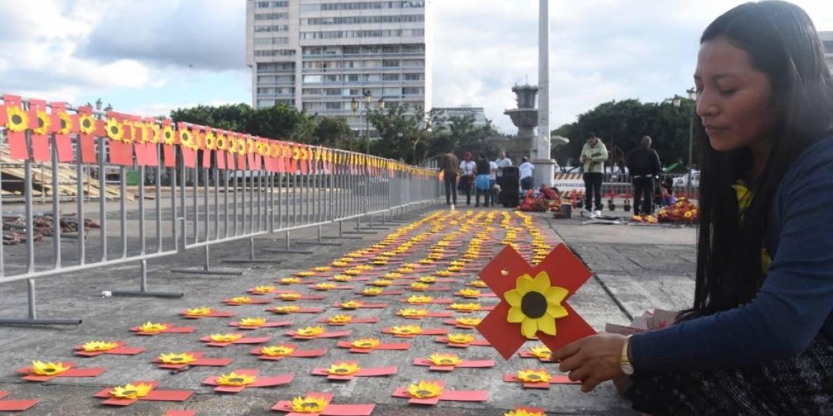 Colocan una cruz por cada mujer que murió de forma violenta durante el gobierno de Morales