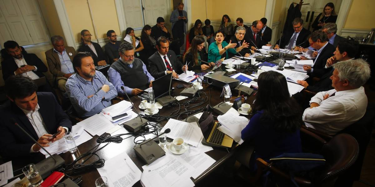 Comisión de Trabajo de la Cámara inicia debate por sueldo mínimo de $350.000: Ojalá jueguen Nanopesos
