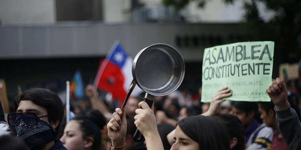 """La orgánica sin orgánica: Cómo se han ido coordinando las actividades de la """"Primavera de Chile"""" gracias a Internet"""