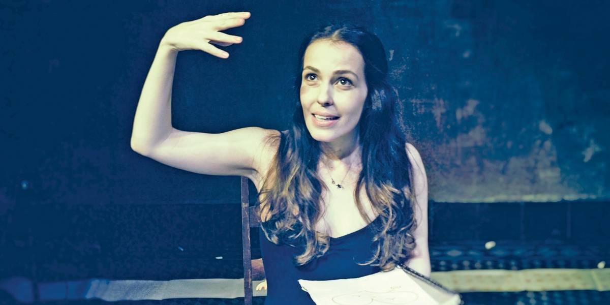 Camila dos Anjos estreia monólogo autobiográfico 'Quebra-Cabeças'