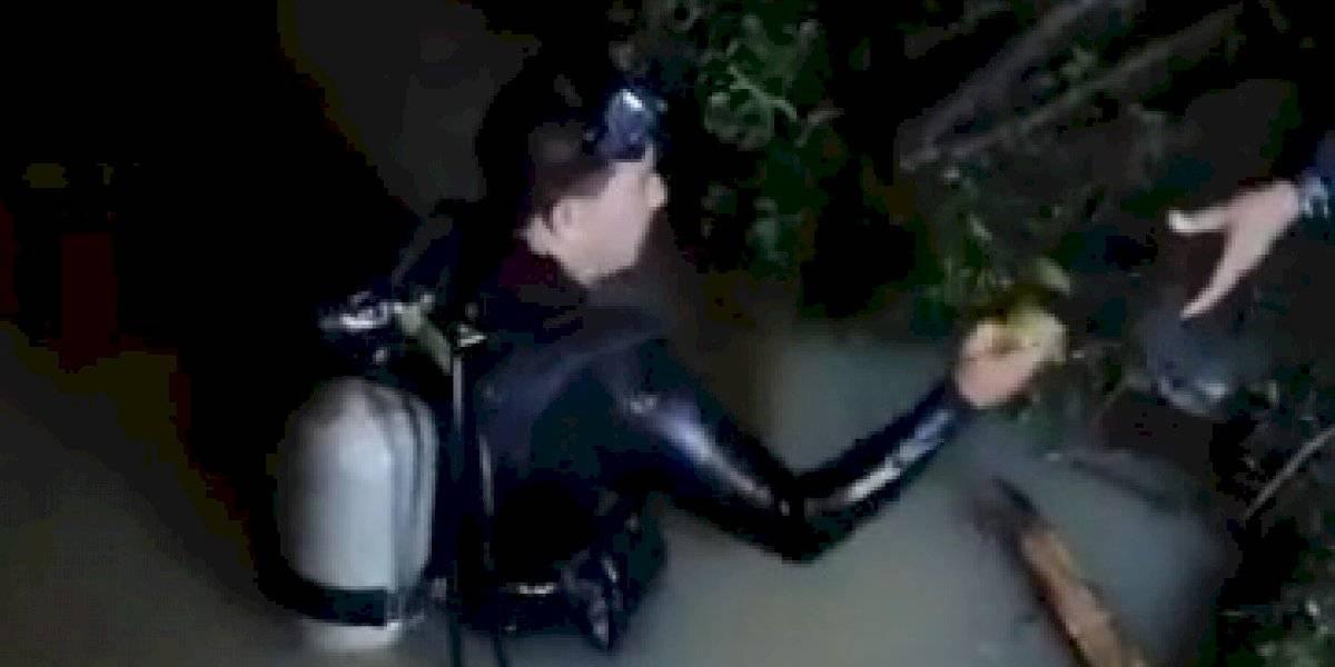 Hombres rana rescatan cuerpo de un hombre en Santa Rosa