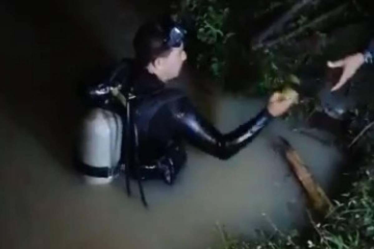 Hombres rana rescatan cuerpo de un hombre ahogado en Santa Rosa - Publinews Guatemala