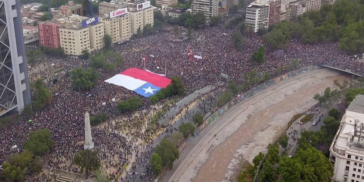 Plaza Italia amplificó la voz ciudadana de miles de manifestantes: Violencia empañó la protesta social
