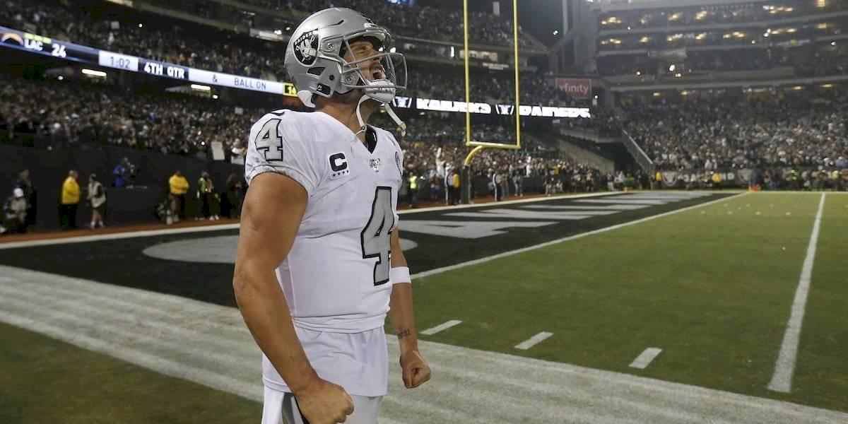 Derek Carr comanda a los Raiders a conseguir voltereta ante los Chargers