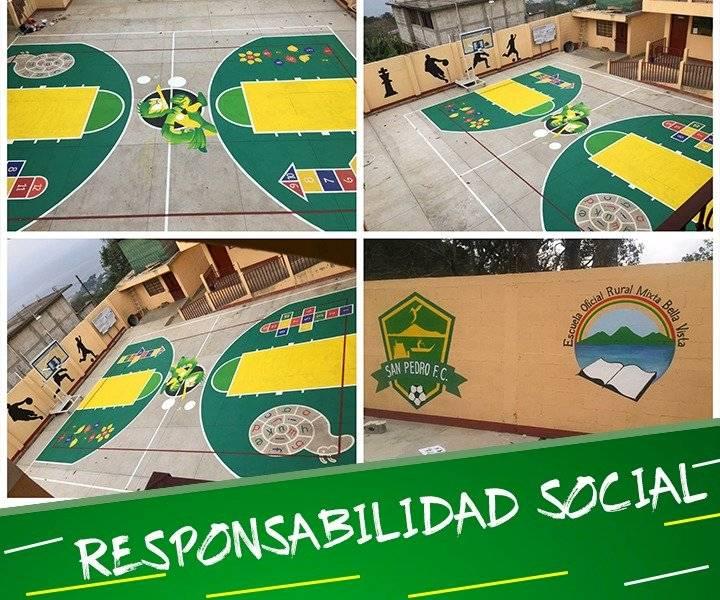 Foto @sanpedrofc2018   Escuelas han sido pintadas por Gustavo Juarez y su familia en San Pedro La Laguna, Sololá