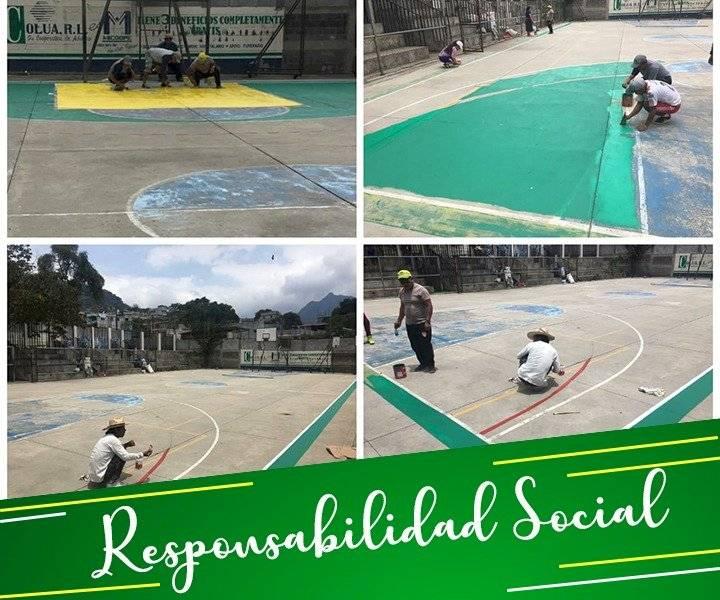Foto @sanpedrofc2018 | Escuelas han sido pintadas por Gustavo Juarez y su familia en San Pedro La Laguna, Sololá