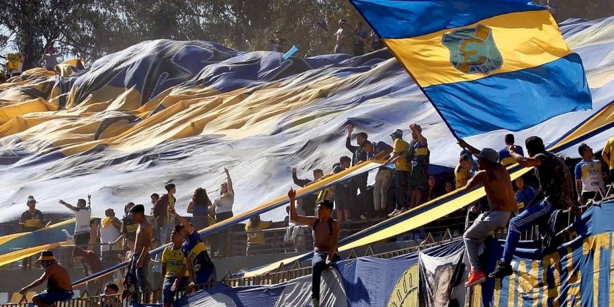 """Hinchas rechazan el regreso del fútbol profesional y en la Quinta Región se ofrecen para """"boicotear cualquier partido"""""""