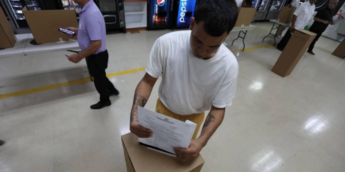 Confinados votan por adelantado en elección especial