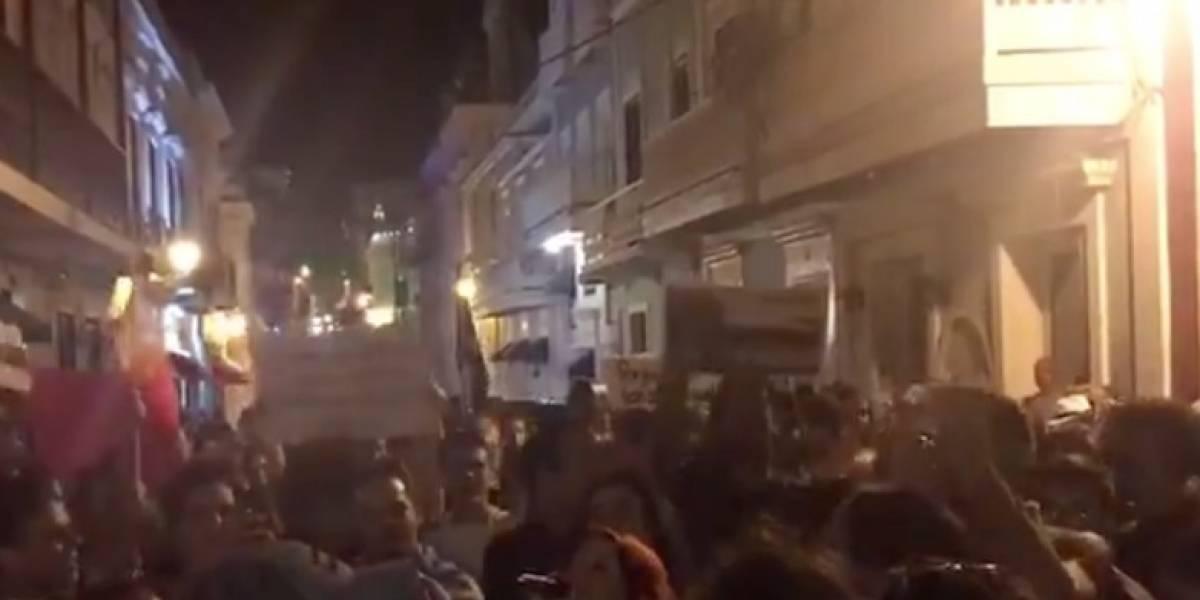 Estudiantes UPR llegan a Fortaleza a protestar por los recortes