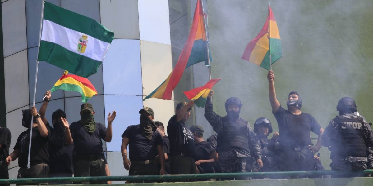 La sublevación de la policía desata la peor crisis en Bolivia