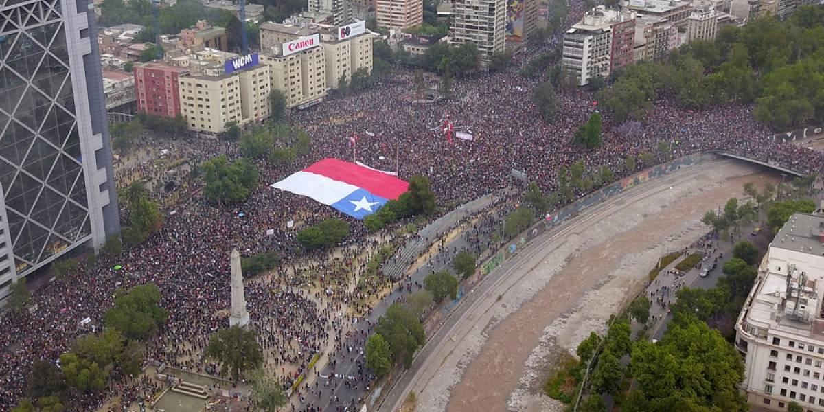 """""""Plaza de la Dignidad"""": concejales de Providencia inician campaña de firmas para cambiar nombre a la Plaza Italia"""