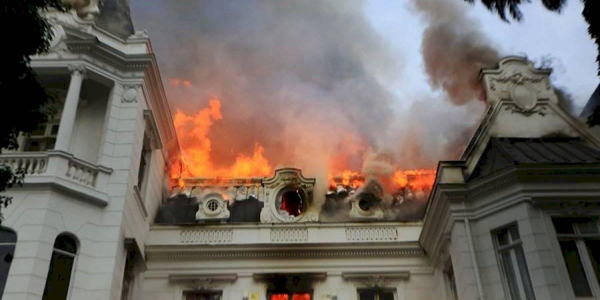 Cifraron las pérdidas en $800 millones: elevan a cinco los detenidos por su eventual participación en saqueos e incendio en casona de la UPV