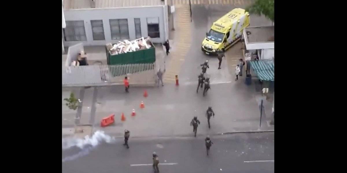 Colegio Médico condena lanzamiento de bombas lacrimógenas al interior del hospital Gustavo Fricke