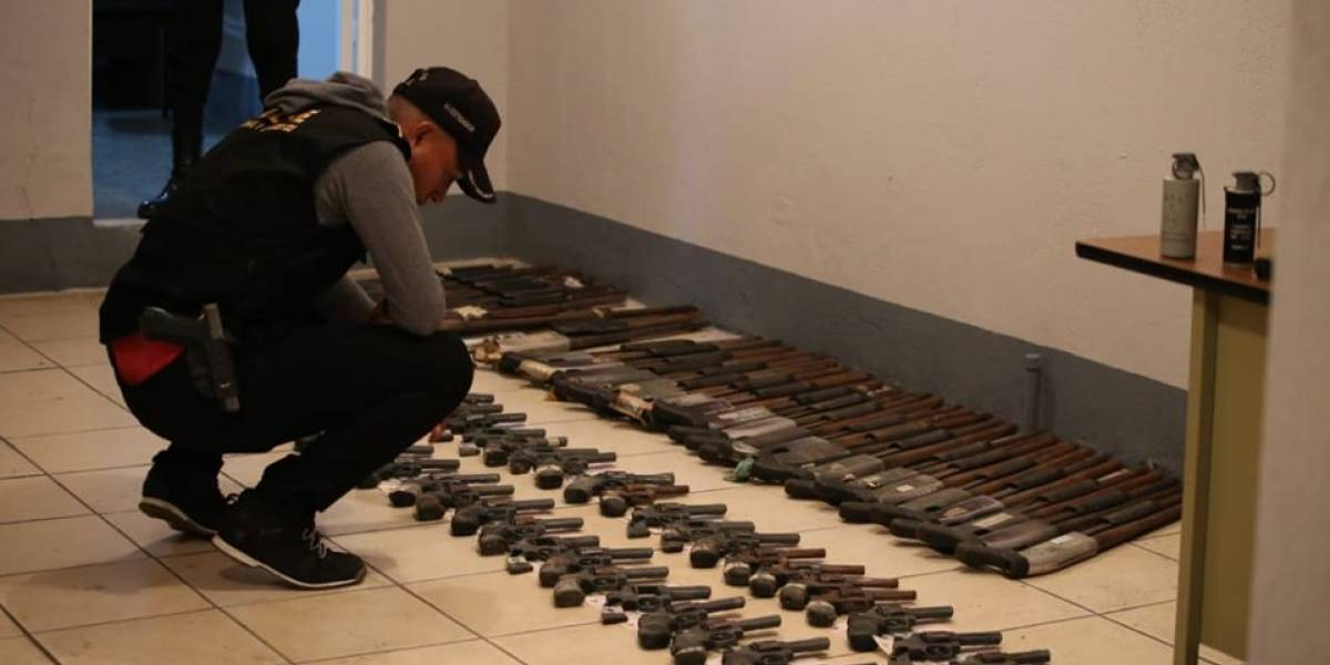 Dos capturados y 410 armas de fuego incautadas por la PNC