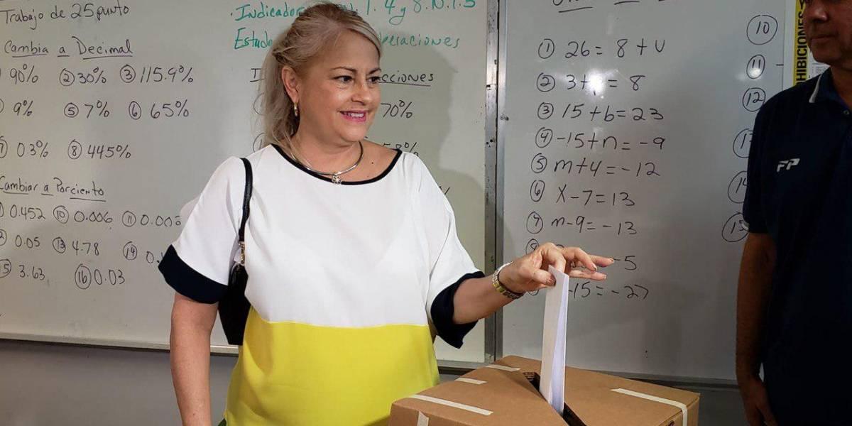 Gobernadora vota en elección especial