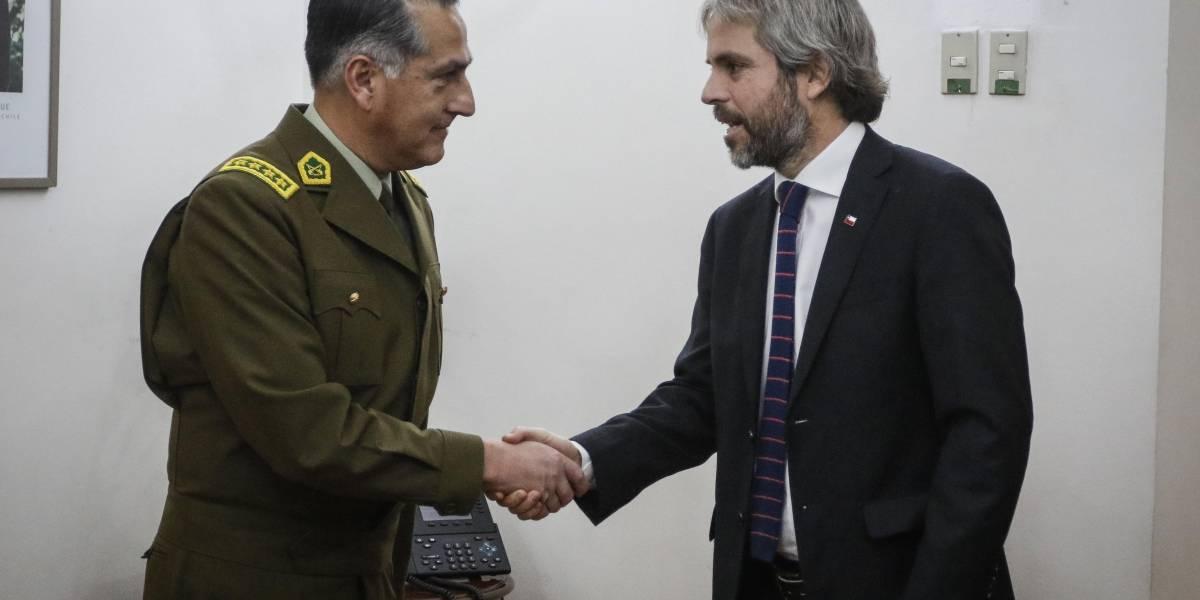 Tras reunión con ministro Blumel: Carabineros anunció uso acotado de escopetas antidistrubios y con registro visual