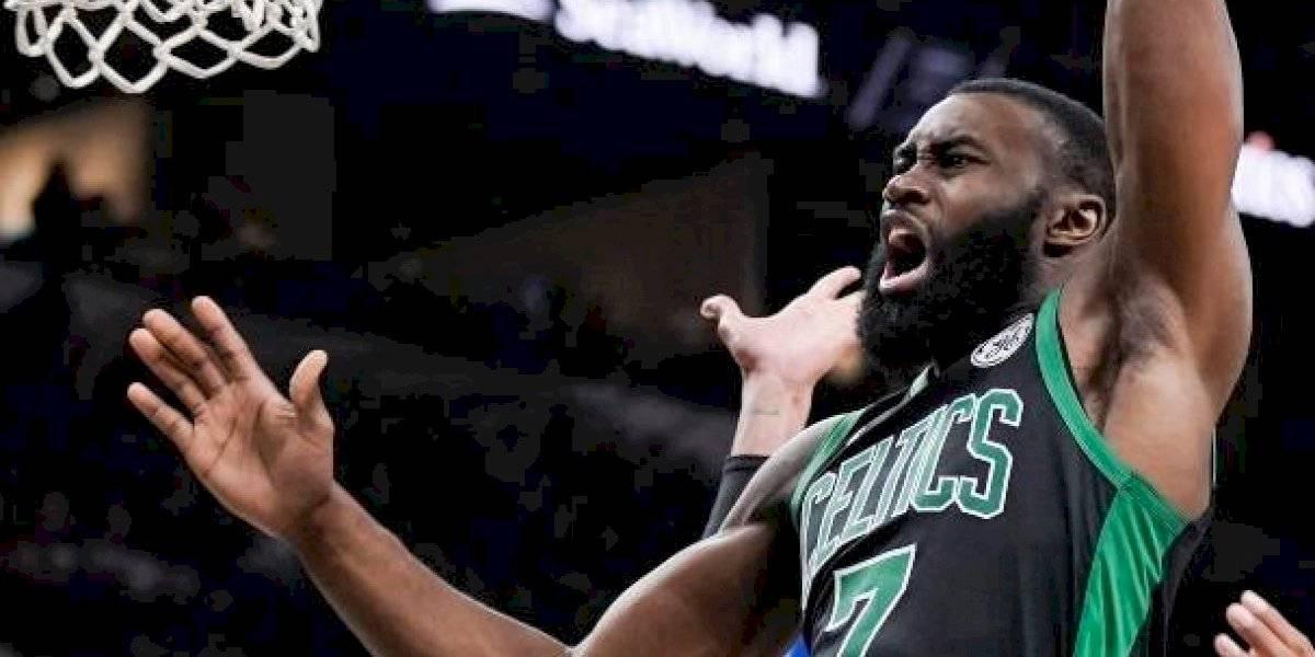 Boston Celtics sigue con tranco firme en la NBA y derrotaron a los Spurs pese a la lesión de una de sus figuras