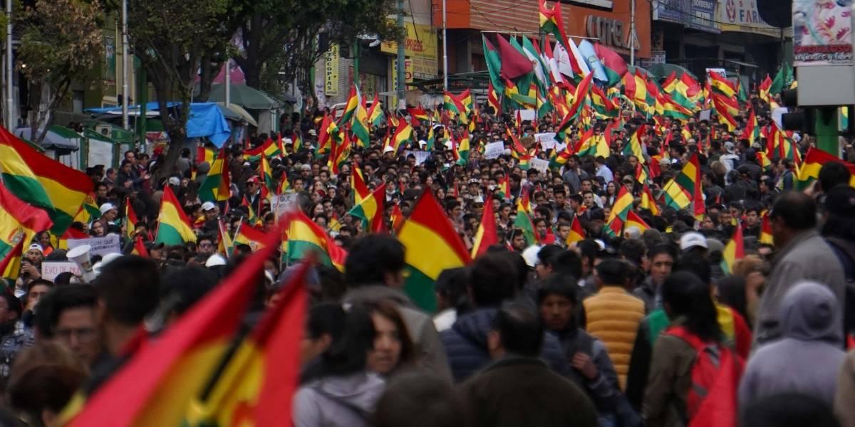 Miles de personas salen a las calles en Bolivia tras renuncia de Evo Morales