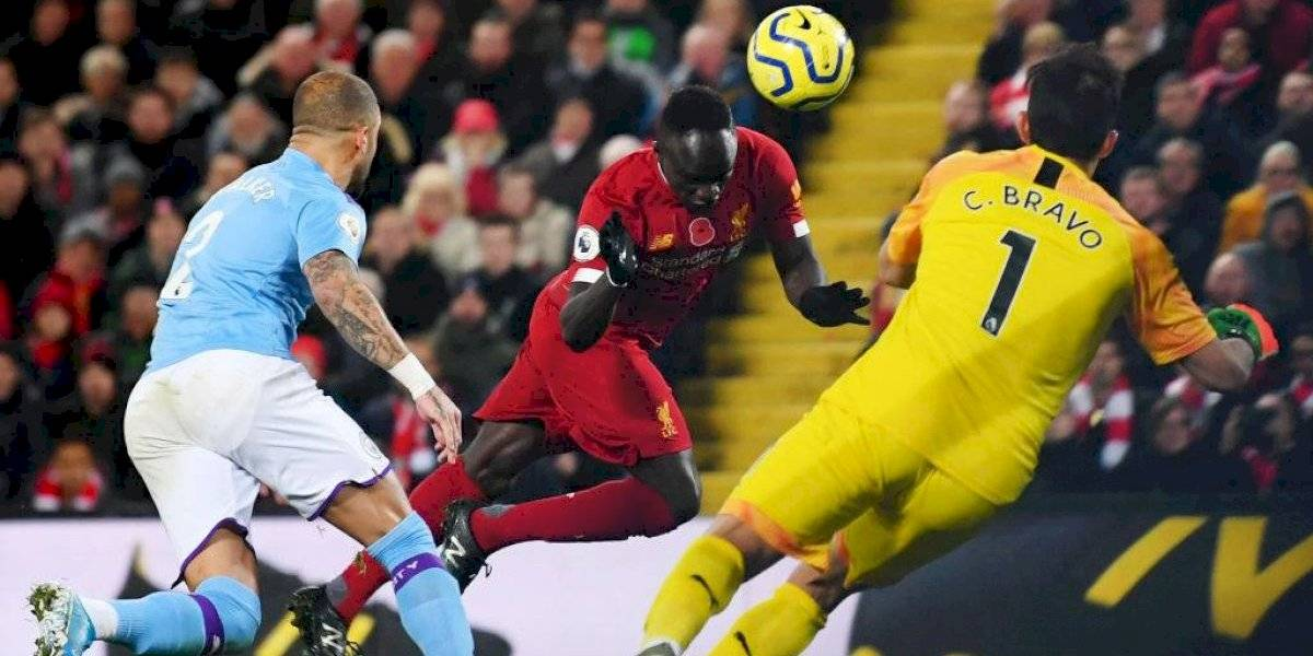 Liverpool superó a Manchester City, hizo sufrir a Claudio Bravo y goza como nadie en la Premier League