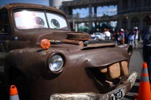 Decenas de familias se han presentado al Campo de Marte, en la zona 5 para observar los vehículos y motocicletas clásicos en el festival Rock de los carros.